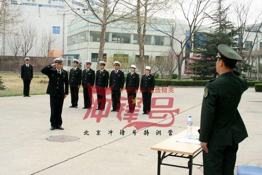 北京军训:向解放军学管理